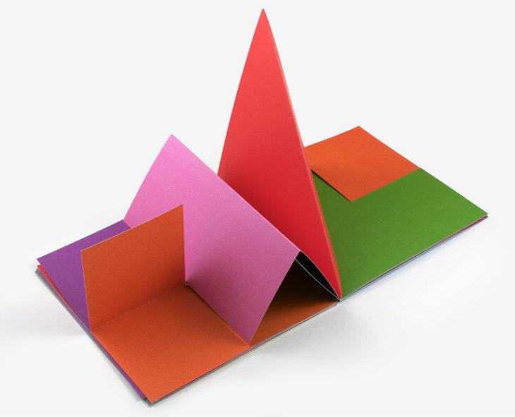 Cores, linhas e puntos numa viagem ilustrada em origami minimalista