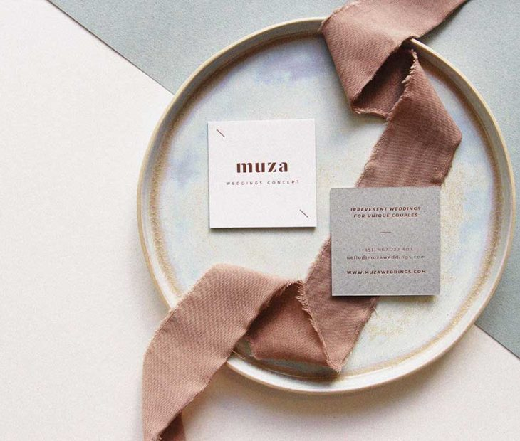 Um cartão requintado da Muza Wedding com todo o gosto pelo detalhe.