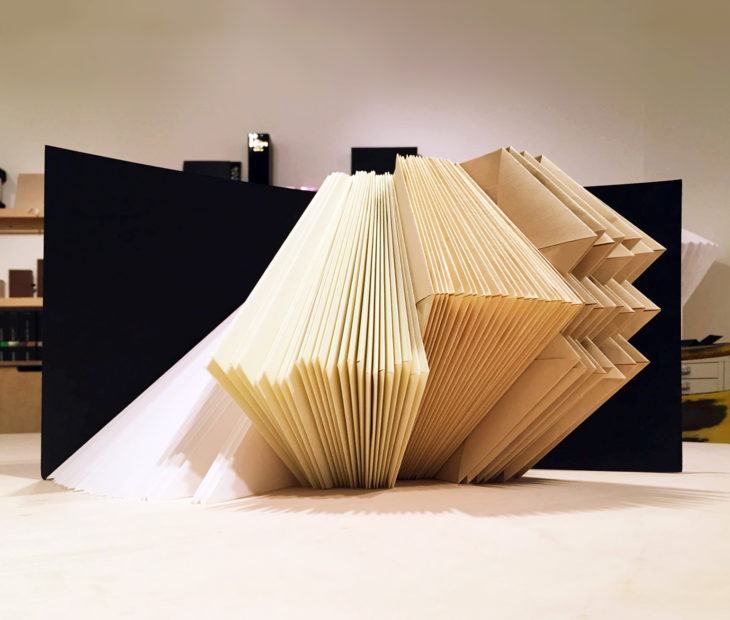 Folded Books ou o mindfulness do papel no nosso Showroom