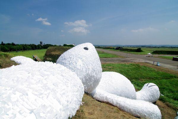 """Já alguma vez viu uma escultura gigante feita em """"papel""""?"""